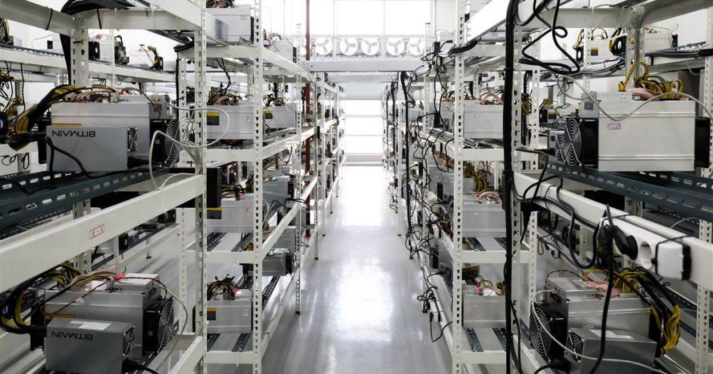 180517-bitmain-cryptocurrency-mining-shelf-ew-406p_829d2419caf734ae82f2627b6785bc34.1200;630;7;70;5-1024x538.jpg
