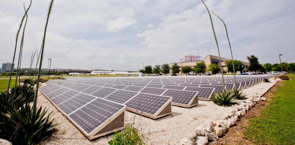 ut_solar_farm_at_pickle_research_campus-e1527024908819-1024x506.jpg