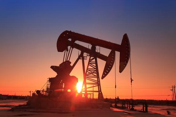 the-sun-setting-behind-an-oil-pump_large.jpg